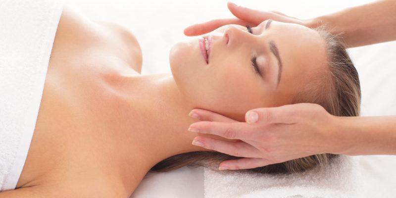 Массаж для лица в ДИНОС: разглаживание морщин и общее омоложение кожи