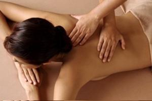 Сеанс классического массажа спины