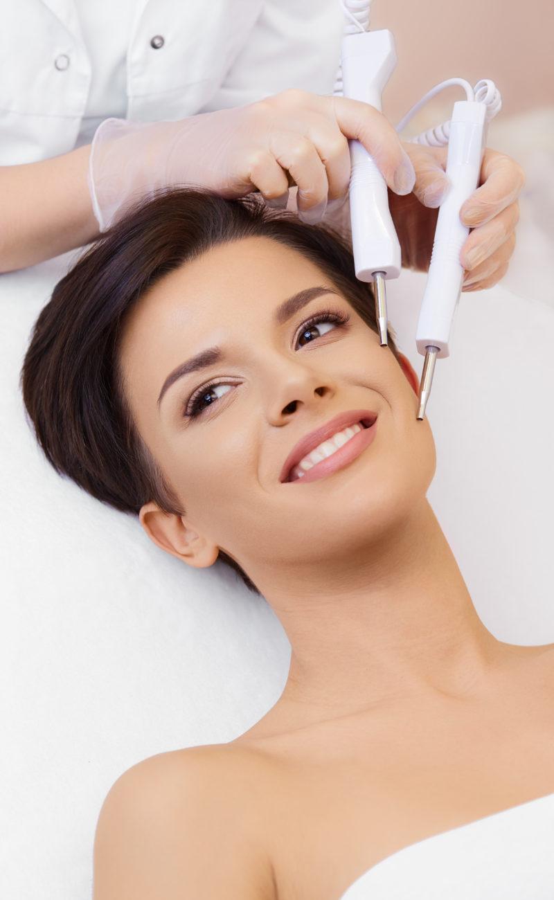 Лифтинг лица (Микротоковая терапия) в Центре эстетической и лечебной медицины Динос